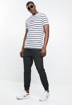 e6e32710364f79 LF track pants - black Reebok Classic Sweatpants & Shorts ...