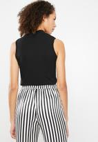 Superbalist - Sleeveless turtle neck 2 pack tops - black & white