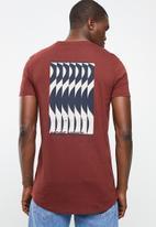 Superbalist - Curved hem longline printed tee - maroon