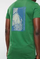 Superbalist - Curved hem longline printed tee - green