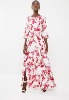 AMANDA LAIRD CHERRY - Elisa belted floral maxi dress -  red