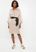 STYLE REPUBLIC - Shirt dress with contrast belt - pink and black stripe