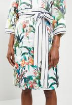 STYLE REPUBLIC - Shirt dress with contrast belt - white floral