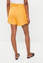 Superbalist - Linen blend shorts - yellow