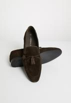 Superbalist - Tassel suede loafer - brown