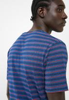 Only & Sons - Indigo chi stripe tee - blue & red