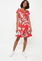 Revenge - Frilled wrap over dress - red