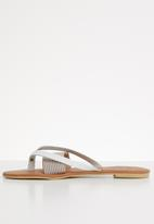 edit - Leather thong sandals - white