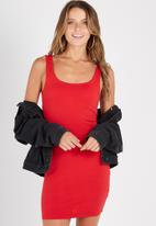 Supré  - Scoop neck dress - red