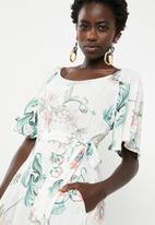 AMANDA LAIRD CHERRY - Thulisile satin-like floral maxi dress - white