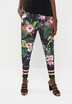 Leigh Schubert - Jayden pants - black floral