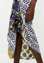 Joy Collectables - Printed sarong - blue and white
