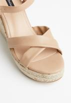 Cherry Collection - Cali espadrille wedges - beige
