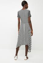 edit - Short sleeve wrap dress - black & white