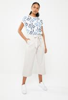 G Couture - Cotton cropped side pocket pants - beige