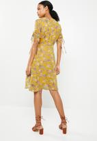 G Couture - V-neck drawstring sleeve printed dress - yellow
