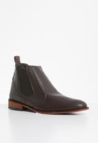 Superbalist - Gary chelsea boot - brown