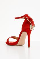 Miss Black - Kaybee flower detail heels - red
