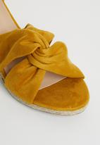 STYLE REPUBLIC - Knotted detail wedges - yellow