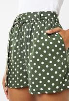 Superbalist - D-ring soft shorts - olive & white