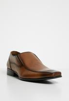 28852546df6 Bascule formal loafer - cognac Call It Spring Slip-ons and Loafers ...