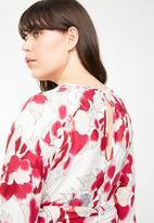 AMANDA LAIRD CHERRY - Elisa belted maxi dress - multi