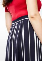 STYLE REPUBLIC PLUS - Fit and flare skirt - navy & white