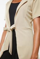edit - Short sleeve blazer - neutral