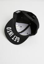 POP CANDY - Get out flat brim cap - black