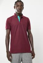 STYLE REPUBLIC - VIP Golfer short sleeve tee - maroon