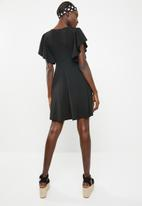 c(inch) - Sleeve detail fit and flare dress - black