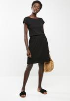 edit - Short sleeve dress with pockets - black