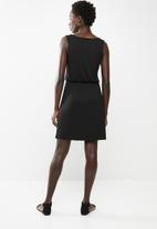 edit - Sleeveless day dress - black