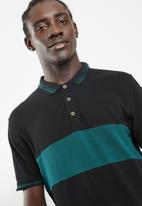Superbalist - Pique short sleeve slim fit blocked polo - black & green