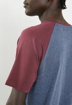 Superbalist - Raglan short sleeve crew neck tee - maroon & navy