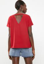 c(inch) - Open back blouse - red