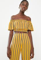 STYLE REPUBLIC - Bardot crop top - mustard & black