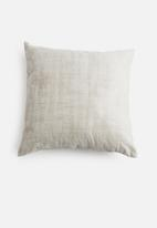Grey Gardens - Dust dusk cushion cover - taupe