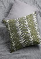 Grey Gardens - Vine cushion cover - green