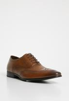 Superbalist - Gregory brogue - tan