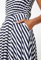 edit - Sleeveless dress with dipped hem - navy
