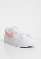 Nike - Blazer Low LE -  White / Storm Pink