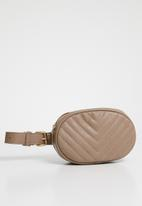 STYLE REPUBLIC - Round quilted moonbag - taupe