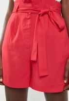 Superbalist - Tie belt shorts - red