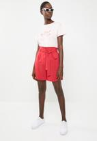 Superbalist - Tie belt shorts - red