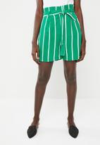 Superbalist - Tie belt shorts - green stripe