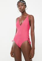 London Hub - V front lace-up side one piece - pink