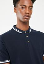 Superbalist - Pique tipped short sleeve slim polo - navy