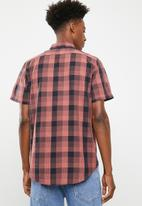 Superbalist - Regular short sleeve poplin check shirt - dark coral