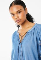 STYLE REPUBLIC - Embroided shift dress - blue